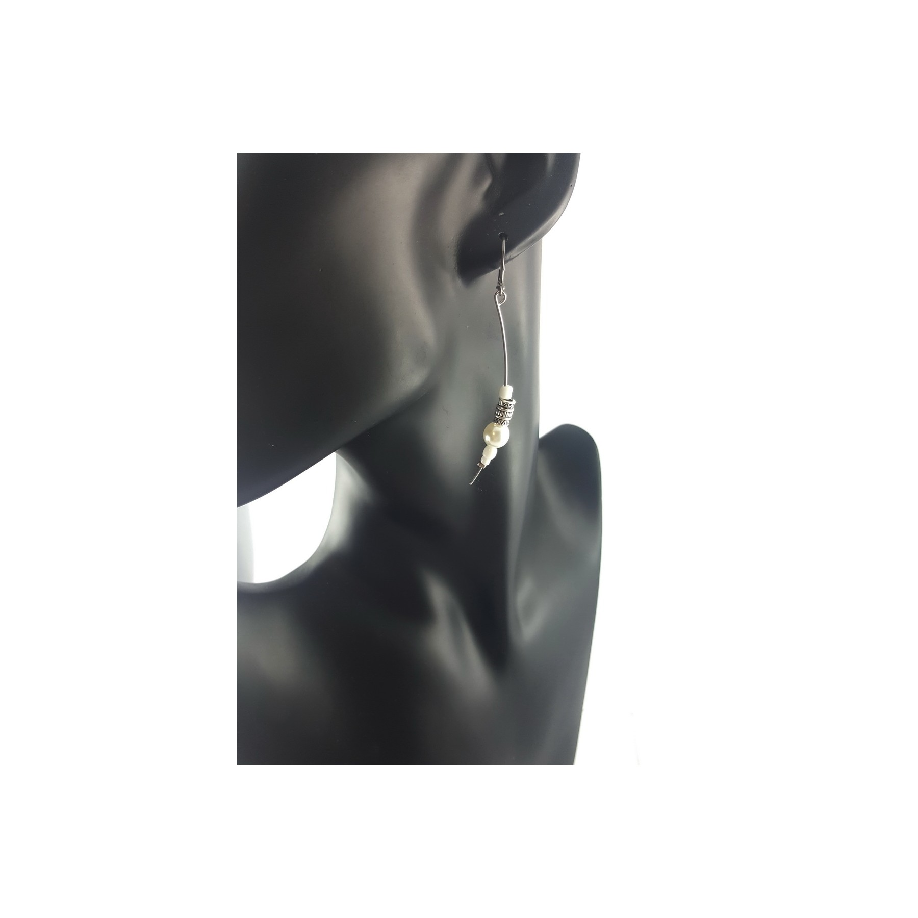 BO perles blanches sur fil rigide