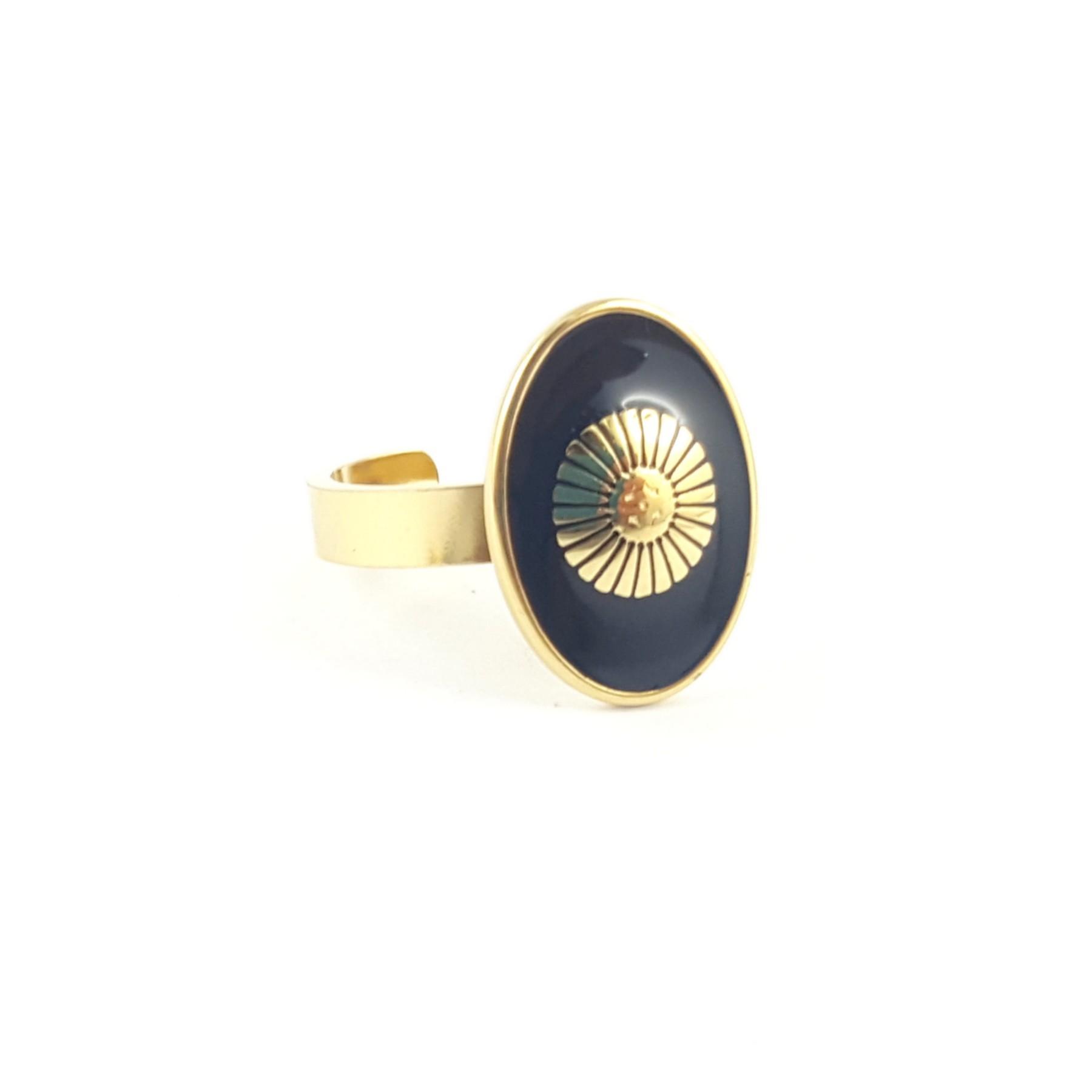 Bague ovale résine noire fleur stylisée