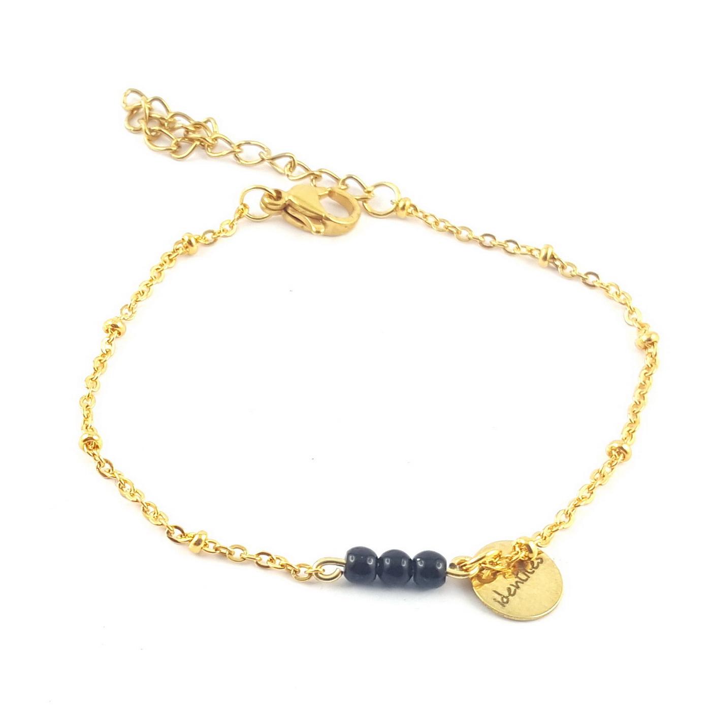 bracelet trois perles noires agates sur chaîne finition or